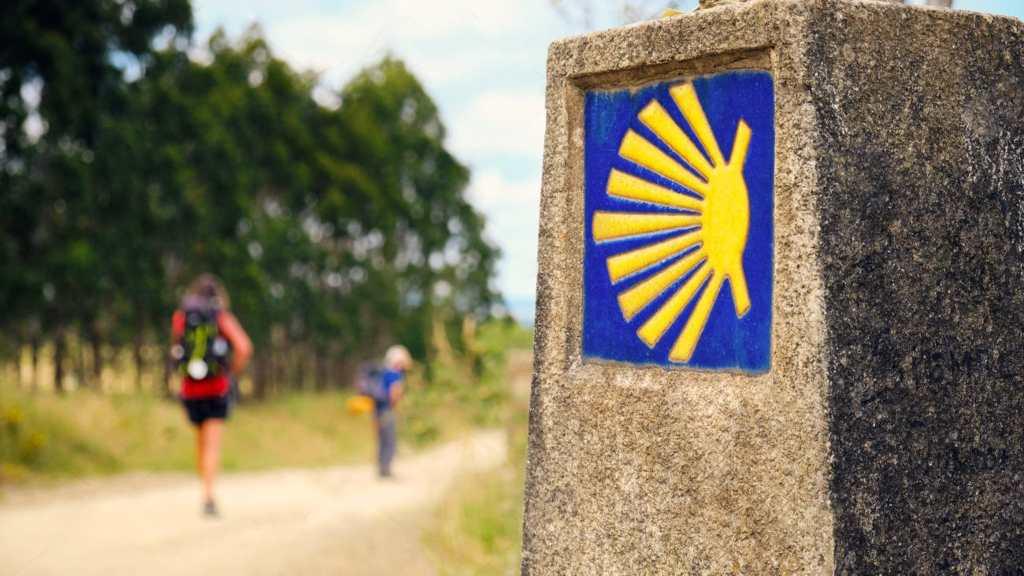 peregrinos hacia el camino de Camino de Santiago Portugués desde Tui